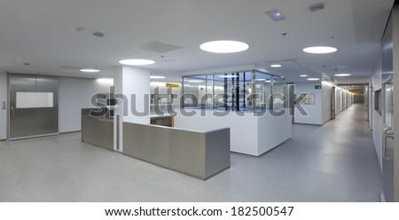 Detail of a hall inside a hospital emergency room.