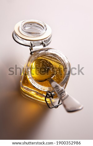 detail of agave syrup in glass jar with spoon inside. White background Photo stock ©