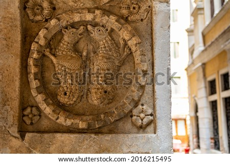 detail of the frieze of a decorative bas-relief on the Facade of a historic building in Venice, Italy Stockfoto ©