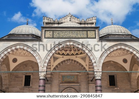 Detail of the peristyle of the Suleymaniye mosque in Istanbul, Turkey. Stok fotoğraf ©
