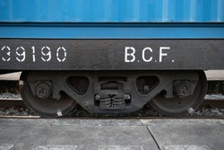 Detail undercarriage train, side view.
