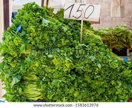 Detailed Cime di Rapa(Brassica rapa sylvestris): traditional italian vegetables from Puglia. Fresh green for sale at ? 1.50 per kg in a market