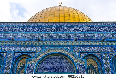 Details on the Dome of the rock in the old city of jerusalem , Israel