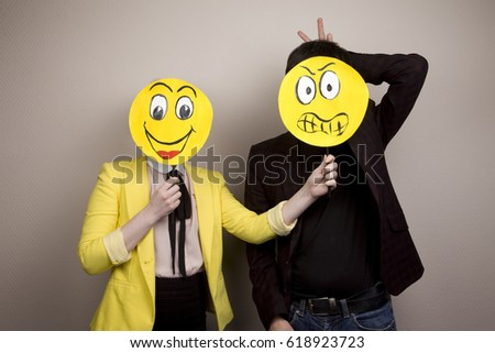 Development of emotional intelligence. The girl teaches a man to correctly recognize his emotions and feelings. Adult education #618923723