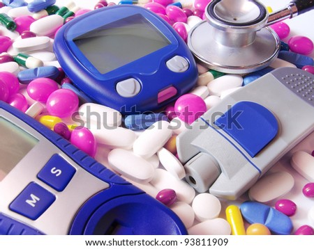 Device for measuring blood sugar level and pills with stethoscope