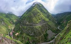 Devil's Nose - Tren Ecuador. Train the devil's nose in the small town of Alausi in Ecuador. Train in the mountains, old train, railway