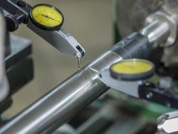 Dial gauge when measuring shaft