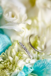 Diamonds ring with white flowers