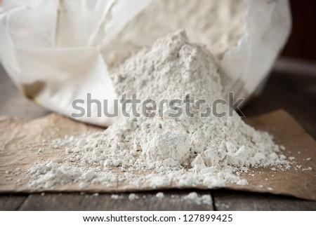 Diatomaceous earth, organic insecticide that kills by breaking the exoskeletons causing dehydration. Also used as filtration aid, abrasive, absorbent, stabilizer, thermal insulator and filler.