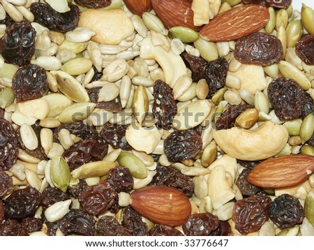Dietary mix of nut, dry berries, seeds and raisins