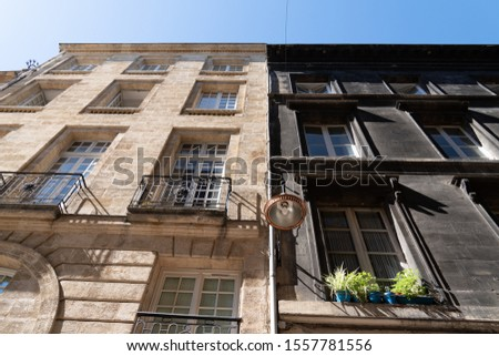 Difference between a wash cleaned house facade and a dirty one before and after