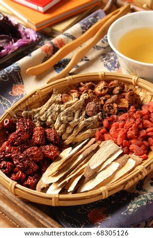 Different kind of Chinese herbal medicine on wicker baskets