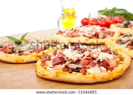 different kinds of pizza and ingredients