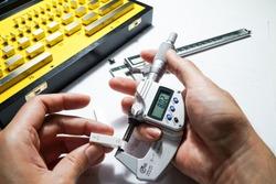 Digital micrometers and digital vernier calipers perform calibration on block grades.