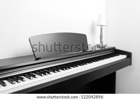 Digital piano, b&w