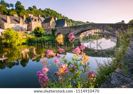 Dinan Old Medieval Bridge and Stone Houses Reflecting in Rance River in Bretagne, Cotes d'Armor, France Stock fotó ©