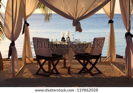 Dining at the beach