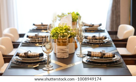 dining table image #1008949174
