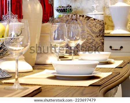 dinning table decoration with wine glass