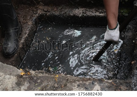 dirty drain pipe cleaning.  Drain cleaning - unclogging services Stockfoto ©
