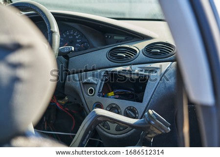 Disassembled dashboard in the car. Foto d'archivio ©