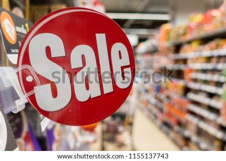 Discount sign in supermarket  Foto stock ©