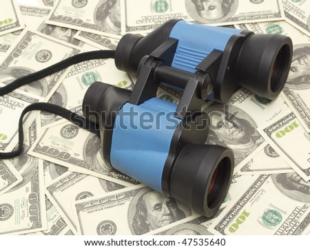 Discovers the wealth,Binoculars and money