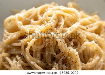 Dish of typical cacio and pepe spaghetti, traditional pasta recipe of roman cuisine  Foto d'archivio ©