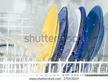 Dish-washing machine and plate. Splashing water
