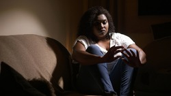 Disoriented black woman, victim of femicide