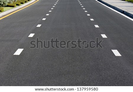 Dividing line on surface road