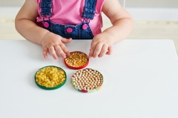 DIY sensory activities for babies and toddler , activities Montessori in our home, handmade sensory things for children's activities at home, games for sensory processing disorder