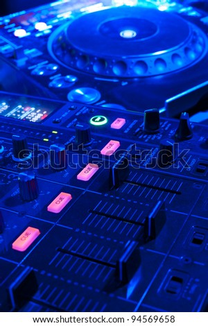 dj tools - audio control console and spin table