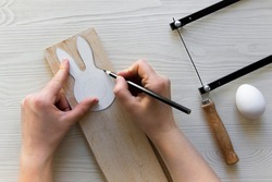 do it yourself: easter bunny - wooden egg stand. Step 2: outline the bunny stencil on the board
