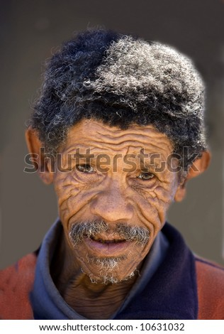 Documentary: Old pygmy living alone in a township in South Africa.