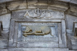 dog monument bas relief in Quebec city