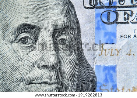 Dolar USA close up. Franklin eyes macro. The texture of the fragment of the dollar bill. USD banknote texture. One hundred American dollars. $ 100. Zdjęcia stock ©