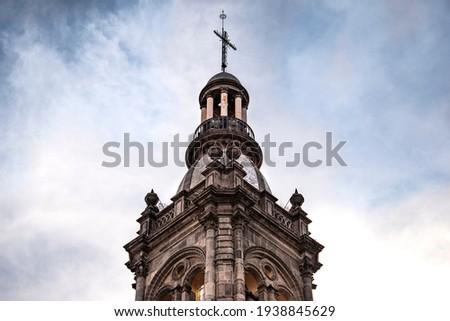 Dome with cross, temple of Sanctuary Señor del Hospital, Salamanca Guanajuato Historic Center. Architecture concept. Foto stock ©