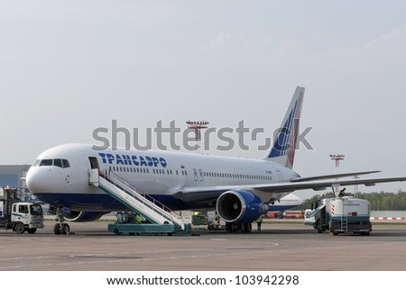 DOMODEDOVO, RUSSIA- SEPTEMBER 01: Boeing B777 operates by Trasaero at Domodedovo airport on September 01, 2011 in Domodedovo, Russia. The airlines has three Boeing 777-200ER