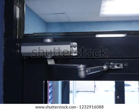 door closer at the entrance door