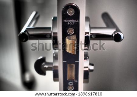 Door handle cross-section and lock Foto stock ©