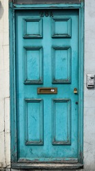 Doors of London are simply the best. Walking around the city you can find amazing things. What a moody life.