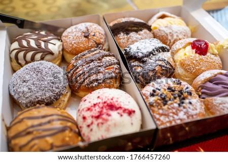 Doughnuts_One box of fresh doughnuts . ストックフォト ©