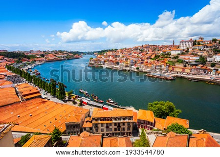 Douro river and local houses with orange roofs in Porto city aerial panoramic view. Porto is the second largest city in Portugal. Stock foto ©