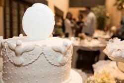 Dove decorated bird on wedding cake