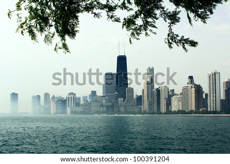 Downtown Chicago view from the northern shore