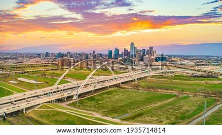 Downtown Dallas, Texas, USA Drone Skyline Aerial Panorama Foto stock ©