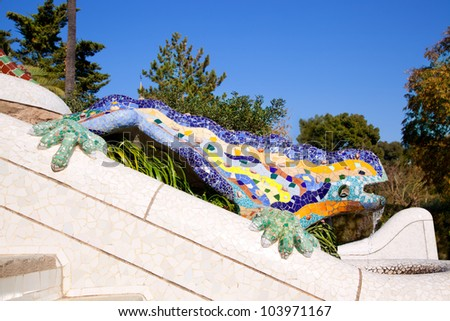 Dragon salamandra of gaudi mosaic in park guell of for Salamandra barcelona