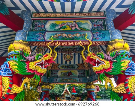 Dragon statues of beautiful colors and Chinese religion.