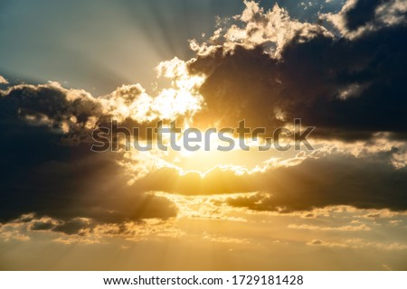 Dramatical sky with clouds and sunlight Stockfoto ©